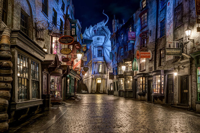 "Diagon Alley ricostruita nel parco divertimenti ""Universal Orlando"" in Florida."